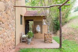 Jardines de estilo rústico por Valquiria Leite Arquitetura e Urbanismo