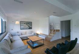 Salas / recibidores de estilo minimalista por dom arquitectura