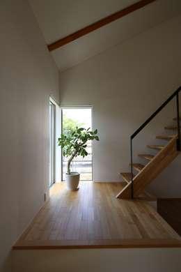 T邸ー屋根窓の家: C-design吉内建築アトリエが手掛けた廊下 & 玄関です。
