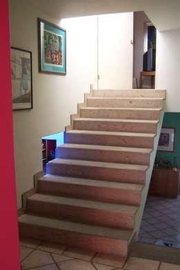 Casa Moening: Pasillos y recibidores de estilo  por Bojorquez Arquitectos SA de CV