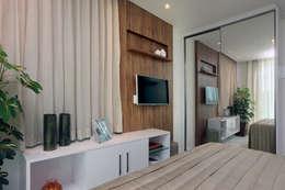 Dormitorios de estilo  por Eveline Sampaio Arquiteta e Designer de Interiores