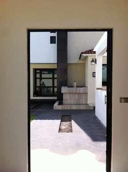 modern Houses by GRUPO ESGO