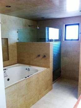 Casa AG: Baños de estilo  por GRUPO ESGO