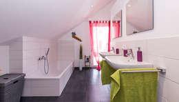 Baños de estilo moderno por KitzlingerHaus GmbH & Co. KG
