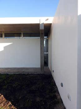 Casas de estilo moderno por riverorolnyarquitectos
