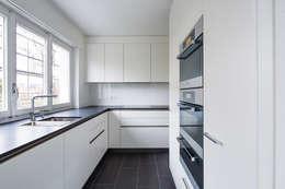 Küche: moderne Küche von Beat Nievergelt GmbH Architekt