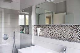 Baños de estilo moderno de SuMisura
