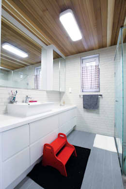 modern Bathroom by 춘건축