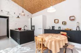 cuisine déplafonnée: Cuisine de style de style Moderne par Pixcity