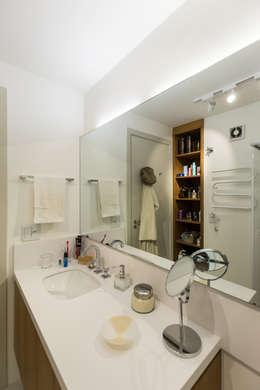 scandinavian Bathroom by Kali Arquitetura