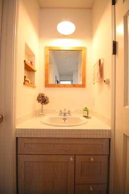 scandinavian Bathroom by いえラボ