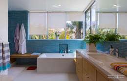 Baños de estilo moderno por Chibi Moku