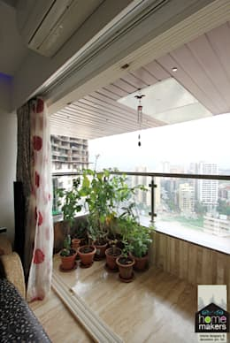 Balcony 2: modern Houses by home makers interior designers & decorators pvt. ltd.