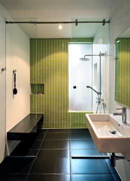 Mi Casita : Carmen's: modern Bathroom by KUBE Architecture