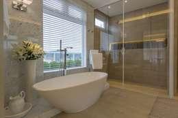Apartamento Cobertura: Banheiros modernos por Spengler Decor