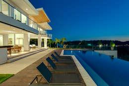 Casa da Colina : Piscinas modernas por dayala+rafael arquitetura