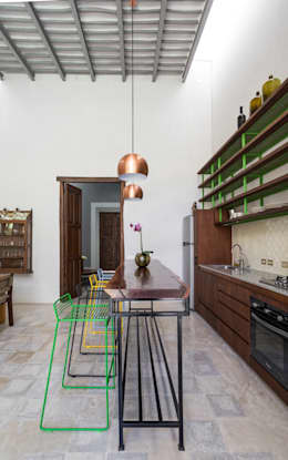 Casa del Limonero: Cocinas de estilo moderno por Taller Estilo Arquitectura