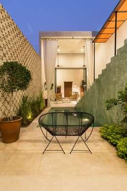 Casa del Limonero: Terrazas de estilo  por Taller Estilo Arquitectura