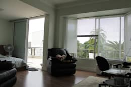 minimalistic Bedroom by canatelli arquitetura e design