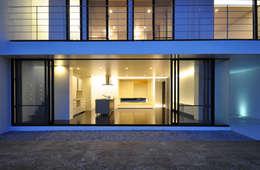 NKZT-HOUSE IN NANJO: 門一級建築士事務所が手掛けた窓です。