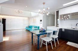 평범한 나의 집에 도전하고싶은 컬러 - 전주 인테리어 효자동 휴먼시아 아이린 아파트: 디자인투플라이의  거실