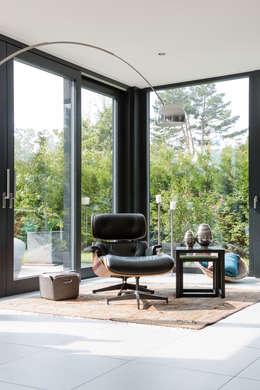 Salon de style de style Moderne par WSM ARCHITEKTEN