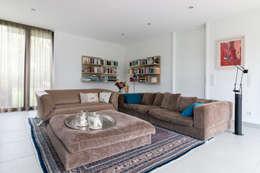 Ruang Keluarga by WSM ARCHITEKTEN
