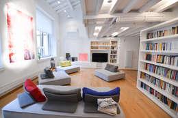 Salon de style de style Moderne par Studio Fori