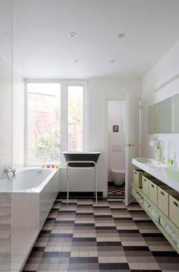 : Salle de bain de style de style Moderne par studio k interieur en landschapsarchitecten
