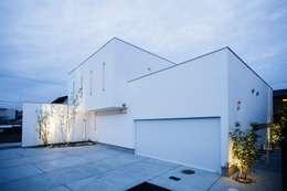 WHITE  COURT HOUSE: MITSUTOSHI   OKAMOTO   ARCHITECT   OFFICE 岡本光利一級建築士事務所が手掛けた家です。