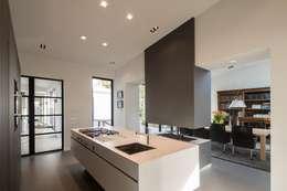 Cuisine de style de style Moderne par Van der Schoot Architecten bv BNA