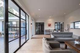 Salon de style de style Moderne par Van der Schoot Architecten bv BNA