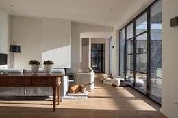 غرفة المعيشة تنفيذ Van der Schoot Architecten bv BNA