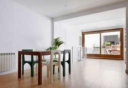 Comedores de estilo minimalista por Vallribera Arquitectes