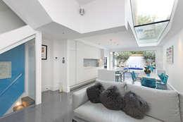 Salon de style de style Moderne par PAD ARCHITECTS