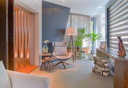 Pasillos y vestíbulos de estilo  por Sgabello Interiores