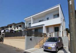 水平強調の外観: シーズ・アーキスタディオ建築設計室が手掛けた家です。