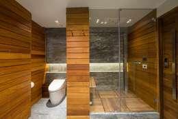 Projekty,  Łazienka zaprojektowane przez Artchitceture, Taller de Arquitectura e Interiorismo 📍 Cancún, México.