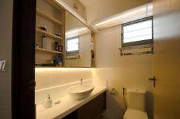 Punggol Waterway Brooks BTO: minimalistic Bathroom by Designer House