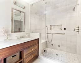 Master Bath: classic Bathroom by Clean Design