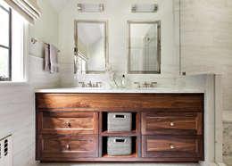 Master Bath: classic Bathroom by Clean Design