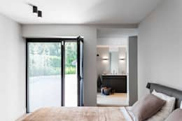 Project K: moderne Slaapkamer door JUMA architects