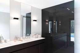 Ванные комнаты в . Автор – JUMA architects