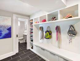 Pasillos y vestíbulos de estilo  por Clean Design