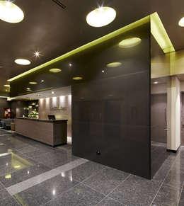 DuraGloss es ideal para destacar sus proyectos arquitectónicos.: Cocinas de estilo moderno por FORMICA Venezuela