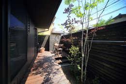 Jardines de estilo ecléctico por FORMA建築研究室