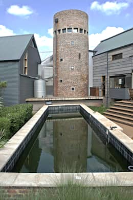 Barn House - Swimming pool: country Pool by Strey Architects