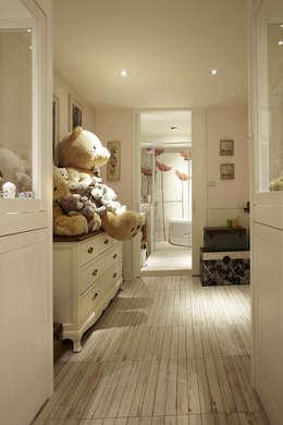 asian Bedroom by 戎馬整合設計