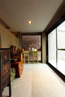 Corridor & hallway by 戎馬整合設計