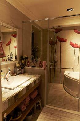 asian Bathroom by 戎馬整合設計